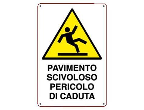 attenzione pavimento bagnato infocart service surl