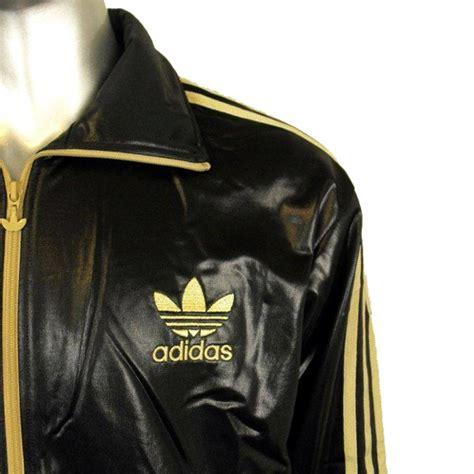 Jaket Hoodi Jeren Gold Pro Left Side Black Hoodie mens adidas originals chile 62 linear tt black gold track