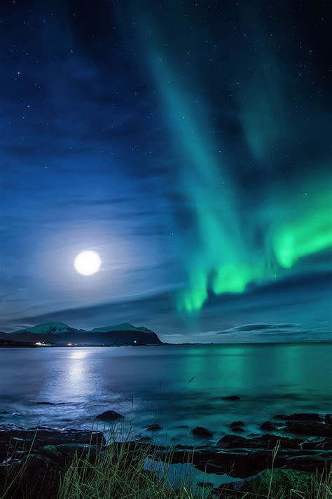 aurora borealis moon night ce wallpaper