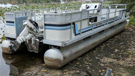 a picture of a pontoon boat technique how to get a beached pontoon boat back into