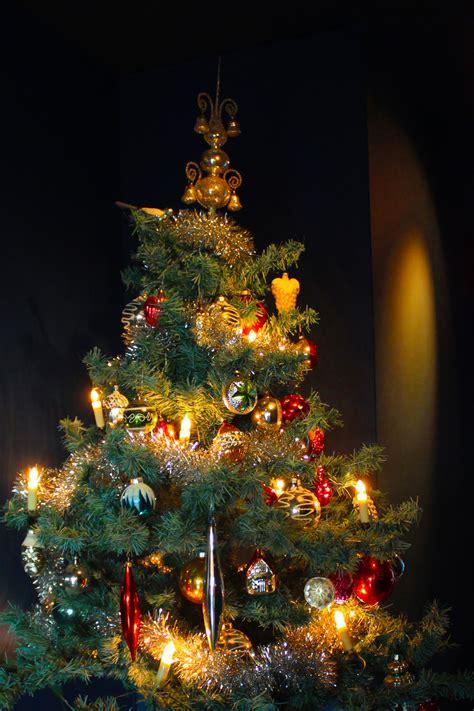 vintage christmas tree decorating grandma kooiman s vintage christmas tree