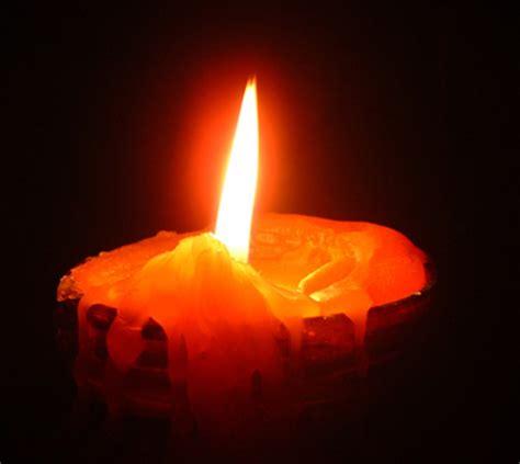 accendere una candela e meglio accendere una candela maledire l oscurita