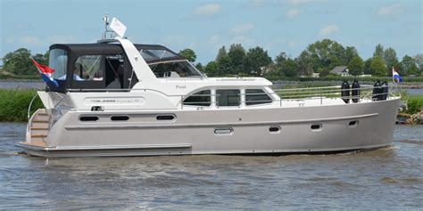 luxe motorjacht huren sanzi yacht charter boot verhuur en alle