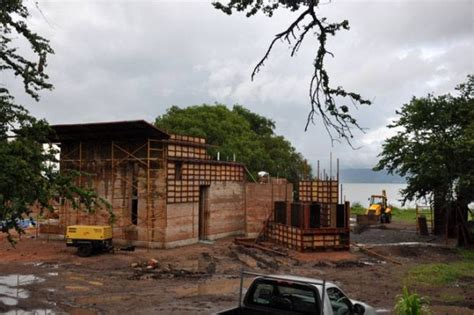 lake chapala rammed earth home house hunting ascendent mexican architect chooses rammed earth