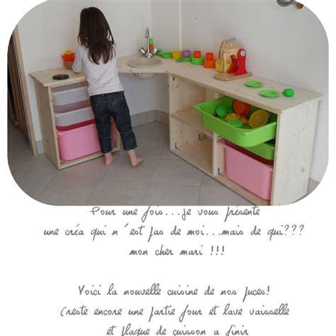 les enfants en cuisine cuisine enfant en bois clic pique