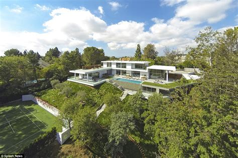 jay z and beyonce house jay z and beyonce paid 200k for one month stay in bel air mansion daily mail online