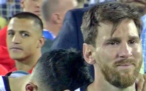 alexis sanchez and messi video inconsolable lionel messi in tears as arsenal star