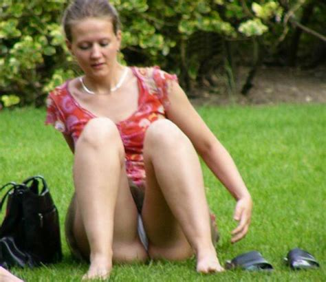 upskirt park bench more free up skirt and voyeur sites