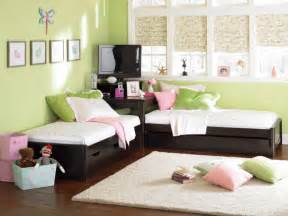 two beds in one great idea for 2 beds in 1 room put square table in
