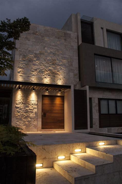 four lights houses casa ss fachada muros de piedra iluminaci 243 n plaza