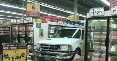 Truck Shop Las Vegas Truck Crashes Into Las Vegas Grocery Store Ny Daily News