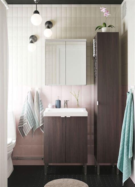 Ikea Badezimmer Spiegelschrank Lillangen by Ein Wei 223 Es Kleines Badezimmer Mit Einem Hochschrank Einem