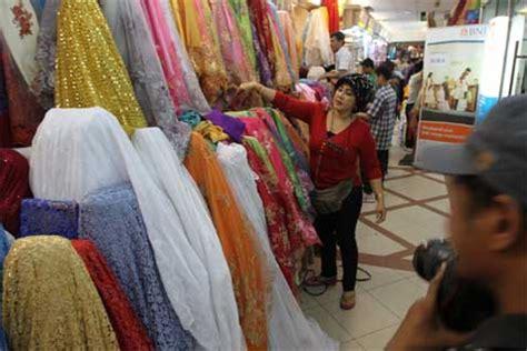 Busana Muslim Lebaran Pasar Jelang Lebaran Pedagang Tanah Abang Banting Harga Baju