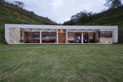 Rectangular House Plans by Casa Una Planta Moderna Con Techo Verde Construye Hogar