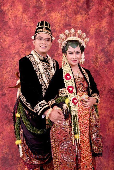 Baju Adat Surabaya model baju pengantin adat jawa tengah model busana models