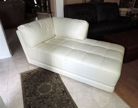 White Chaise Lounge Chairs by White Leather Chaise Lounge Www Imgkid The Image