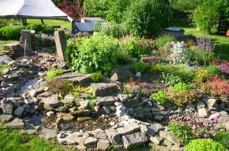 Wie Baue Ich Einen Steingarten 5144 by Bachlauf Im Garten Selbst Anlegen