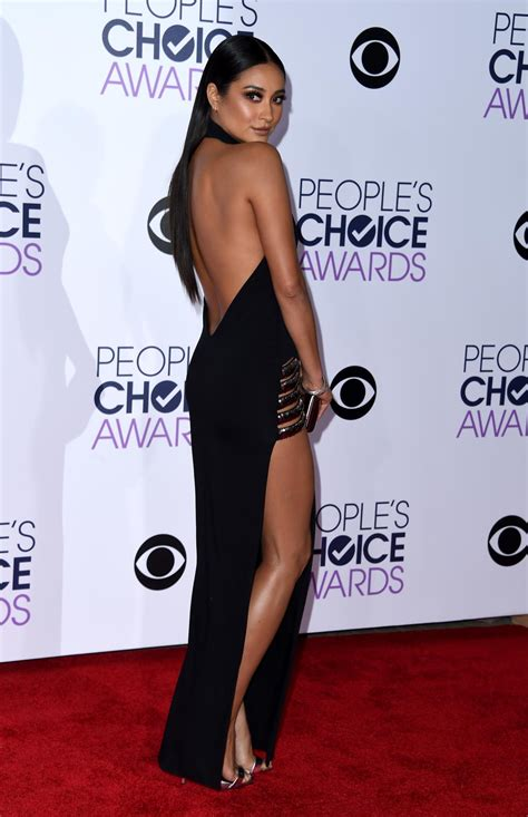 Choice Moments From Peoples Choice Awards by Shay Mitchell Photos S Choice Awards 2016