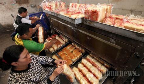 membuat roti tawar bandung kenaikan harga bahan baku pembuatan roti foto 1 1560512