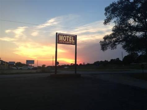 Hotels Knob Noster Mo by Laci S Country Inn Knob Noster Compare Deals