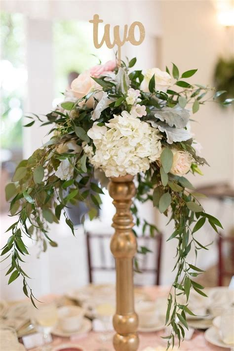 Flowers For Wedding Centerpieces by 25 Best Ideas About Wedding Centerpieces On
