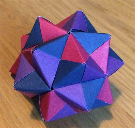 Modular Origami Units - origami units using sonobe units to create a menger