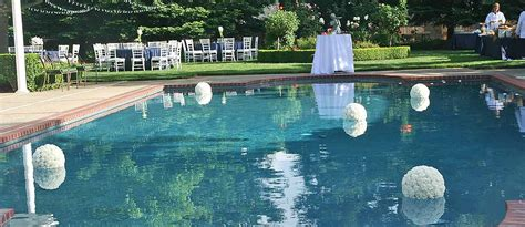 Backyard Pool Wedding Ideas 15 Pool Decor Ideas For Your Backyard Wedding Wedding Forward