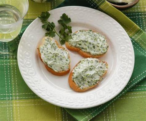 ricette con il sedano crostini con sedano e formaggio caprino la ricetta per