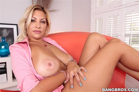 Beautiful Mature Woman Jazmyn Teasing And Screwed MILF Fox