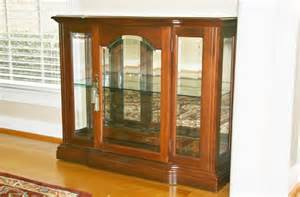Small Cherry Curio Cabinet Broyhill Small Lighted Curio Cabinet Ebay