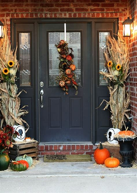 47 Cute And Inviting Fall Front Door D 233 Cor Ideas Digsdigs Front Door Decorating
