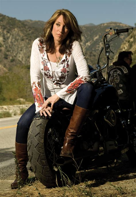 katy sagal s wardrobe in sons of anarchy janet carr