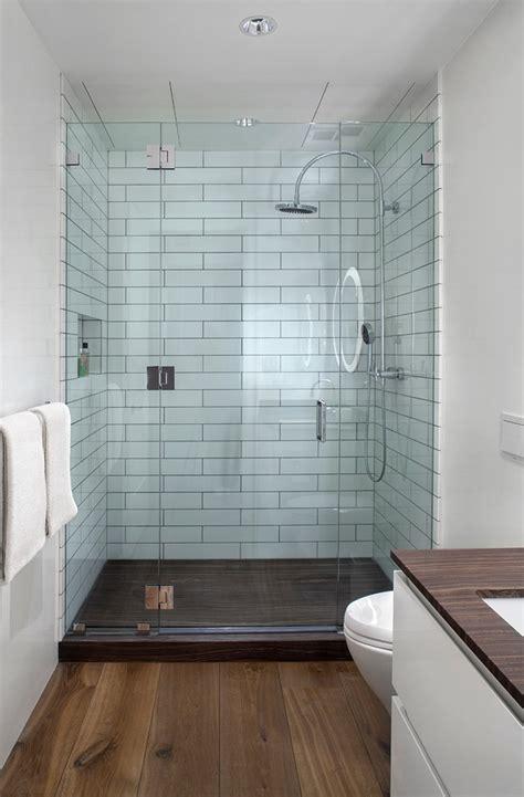 Badkamer Klein Voorbeelden by Kleine Badkamer Met Houten Vloer Badkamers Voorbeelden