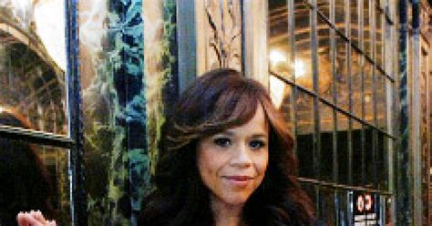 rosie perez bad wig rosie perez puts on the ritz ny daily news