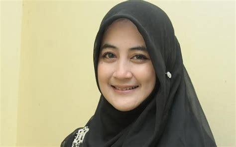 tutorial jilbab ala umi pipik gambar mengejutkan usai pulang umrah penilan umi pipik