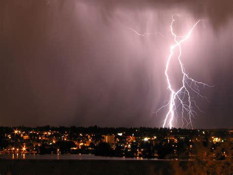 Lightning L file l senut lightning bolt by sa jpg wikimedia commons
