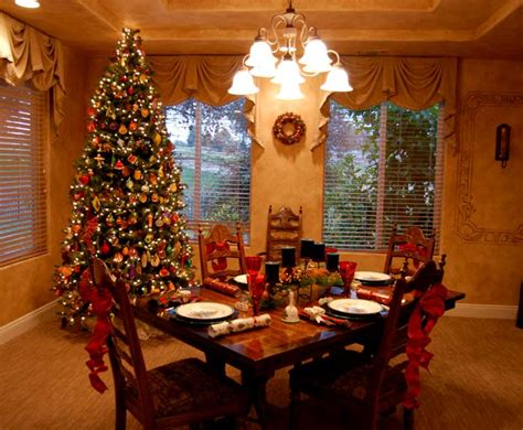 Tree In Dining Room by Holidays Seeing Santa And Homes Dressed For The