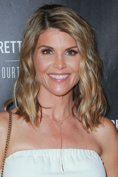 who cuts lori fulbrights hair lori loughlin medium wavy cut newest looks stylebistro