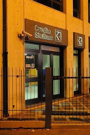 banca credito siciliano palermo banca rapinata in centro imbavagliati i dipendenti