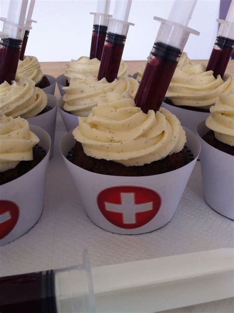 Nursing Cupcake Decorations by Cupcake Infirmiere Chocolat Gla 231 Age Vanille Et Coulis De Framboises For A Shift