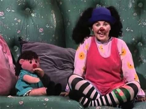 lunette from the big comfy couch can you tell if your childhood tv shows were canadian or