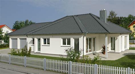 haus mit großem grundstück kaufen haus eckle fertighaus weiss ideen eigenheim