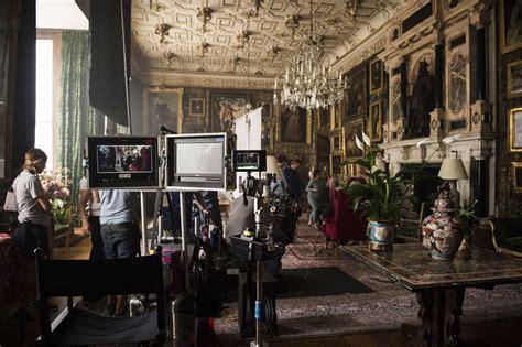 The Crown Room by The Crown Le Poids De La Couronne Showtime