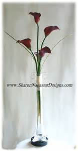 vases towers and lilies on