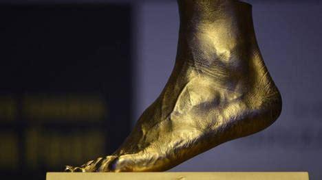 cadenas de oro raras r 233 plica de oro en tama 241 o natural de pie de messi