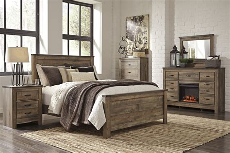 Rustic Vintage Home Decor Trinell Panel Bed