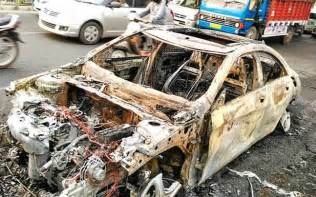 Mba Dnd by Delhi Mba Student Escapes Unhurt As Mercedes Goes Up In