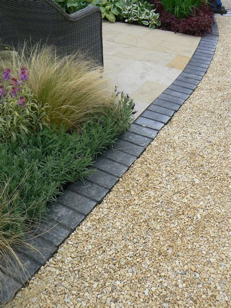 Gravel Patio Edging by 25 Best Ideas About Gravel Pathway On Garden
