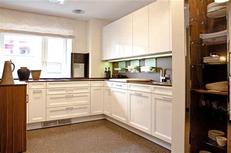 günstige kleine küchen mit elektrogeräten kochinsel mit tisch