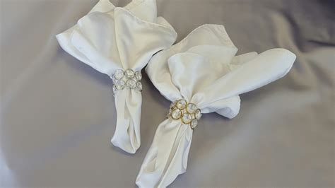 gold or silver napkin rings the finishing touch